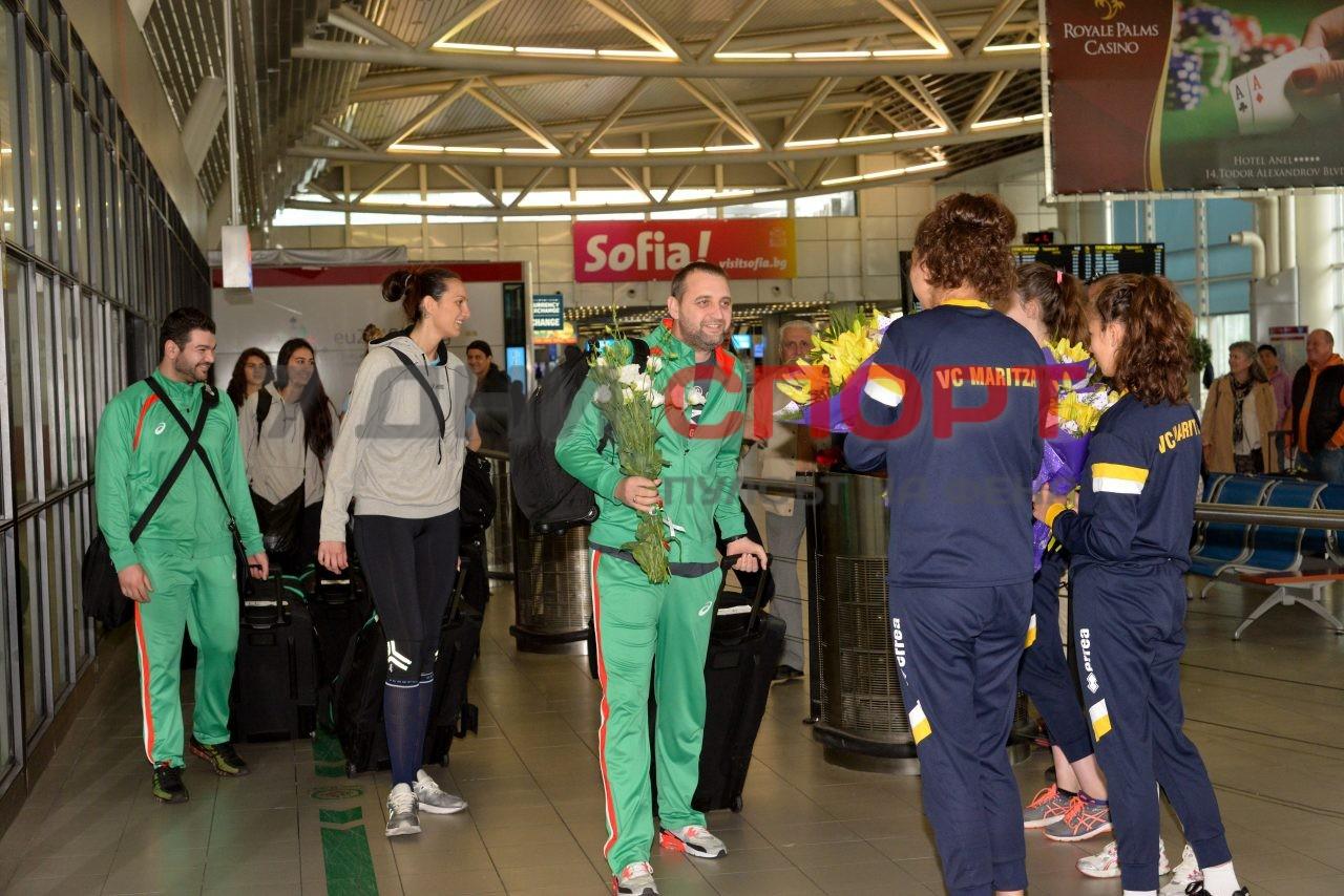 Прибиране на национален отбор волейбол жени летище (1)