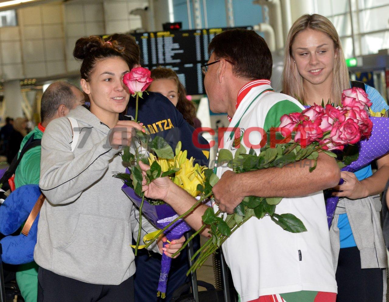Прибиране на национален отбор волейбол жени летище (10)