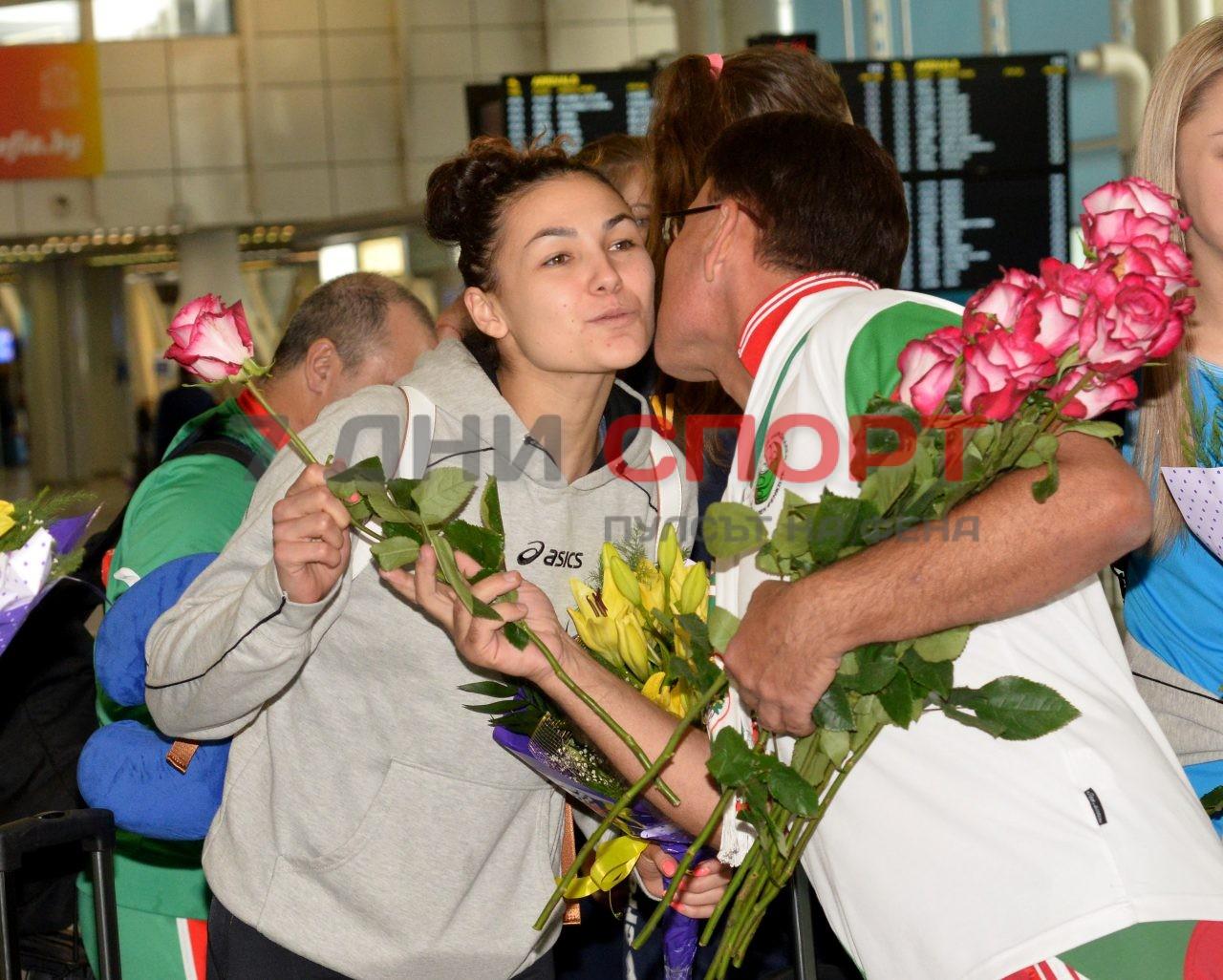 Прибиране на национален отбор волейбол жени летище (11)