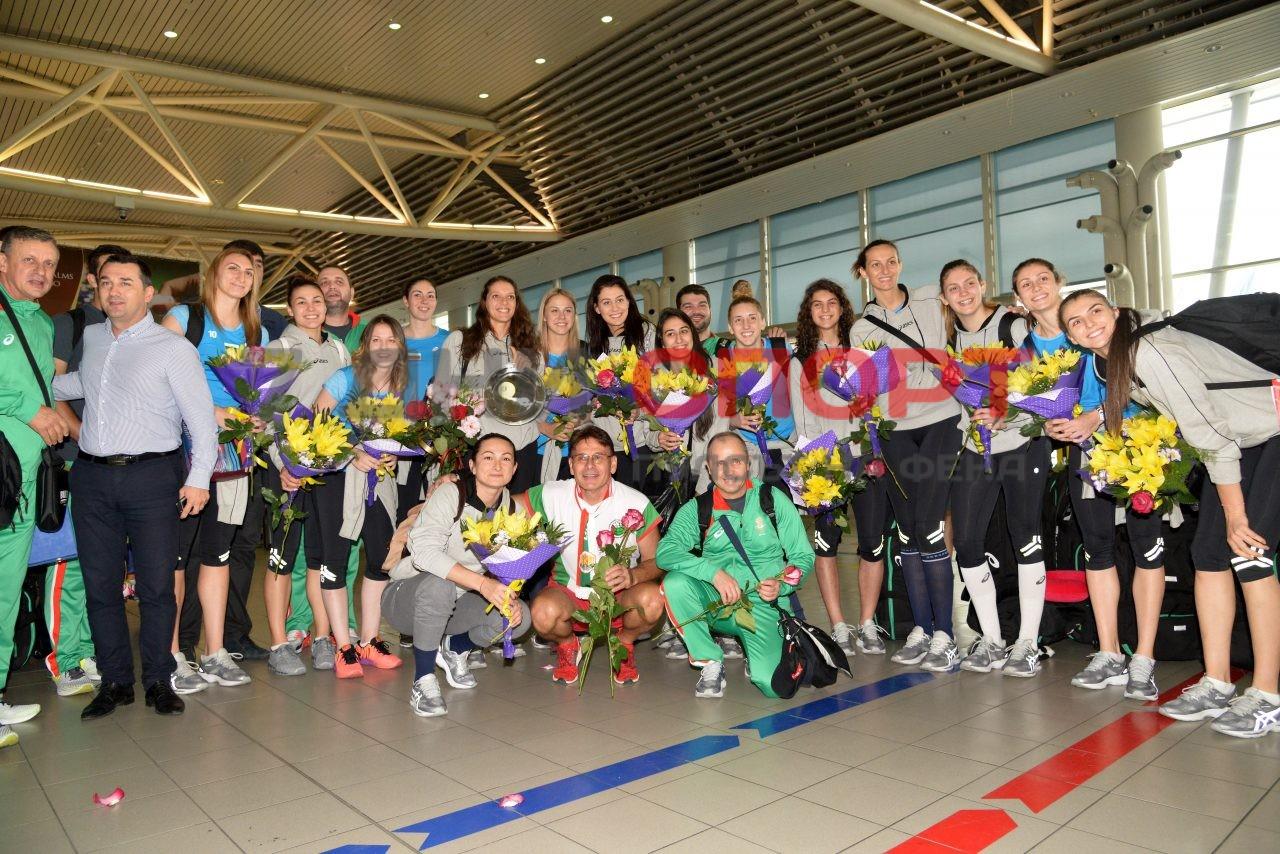Прибиране на национален отбор волейбол жени летище (12)