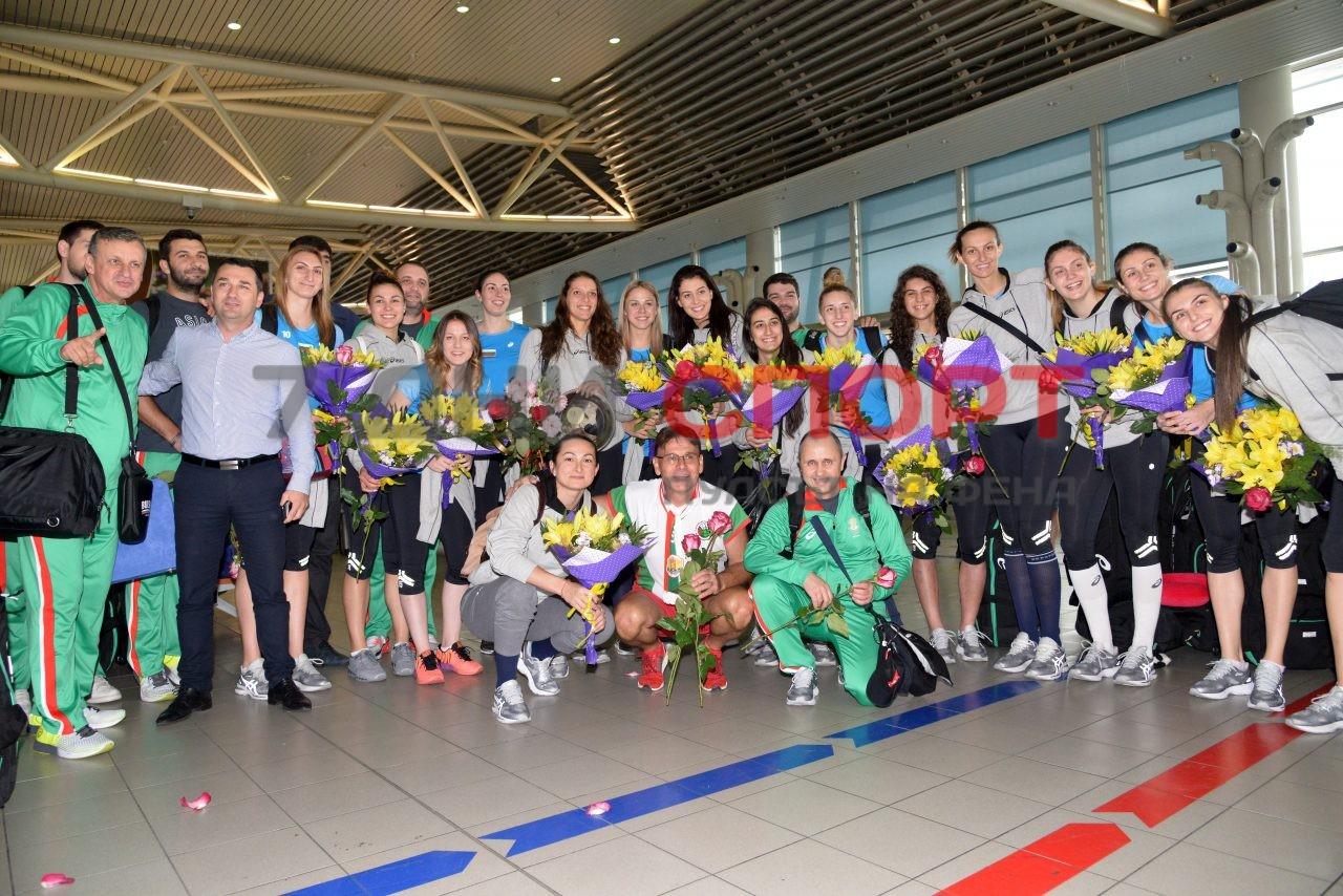 Прибиране на национален отбор волейбол жени летище (13)