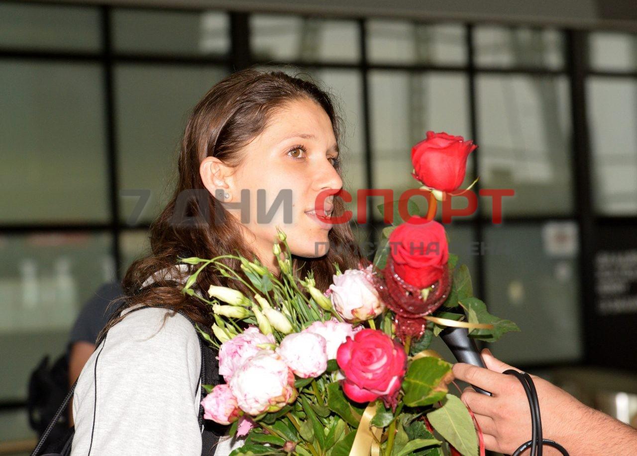 Прибиране на национален отбор волейбол жени летище (15)