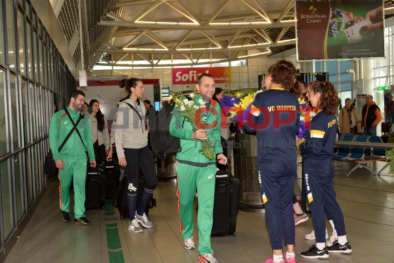 Прибиране на национален отбор волейбол жени летище (2)