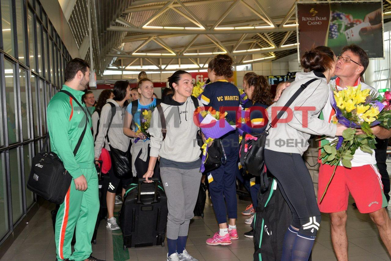 Прибиране на национален отбор волейбол жени летище (4)