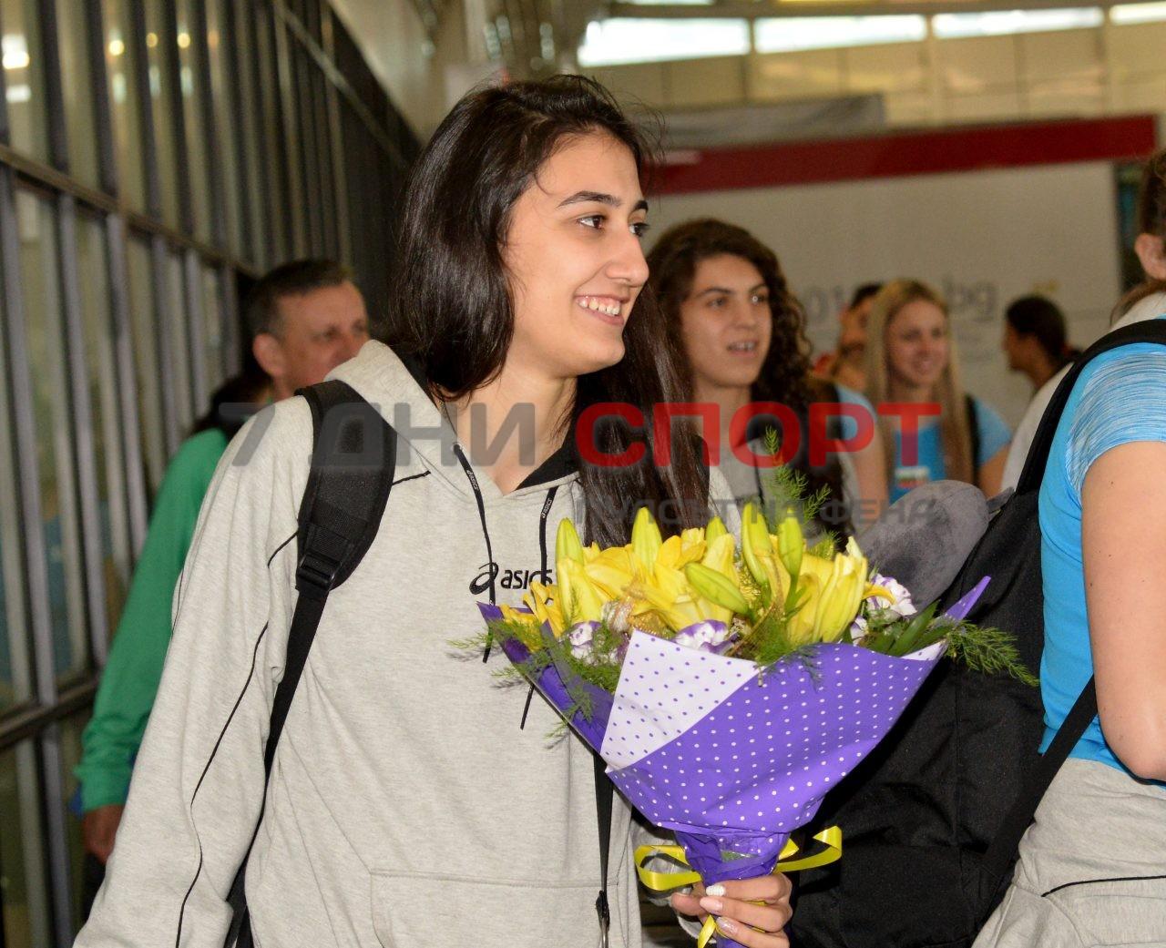 Прибиране на национален отбор волейбол жени летище (5)