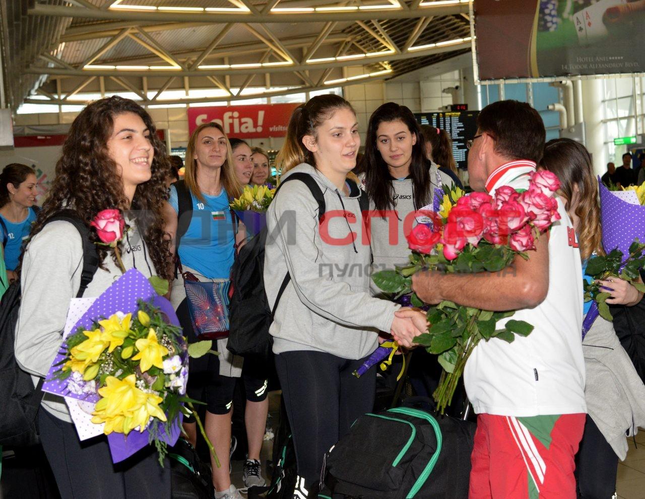 Прибиране на национален отбор волейбол жени летище (6)