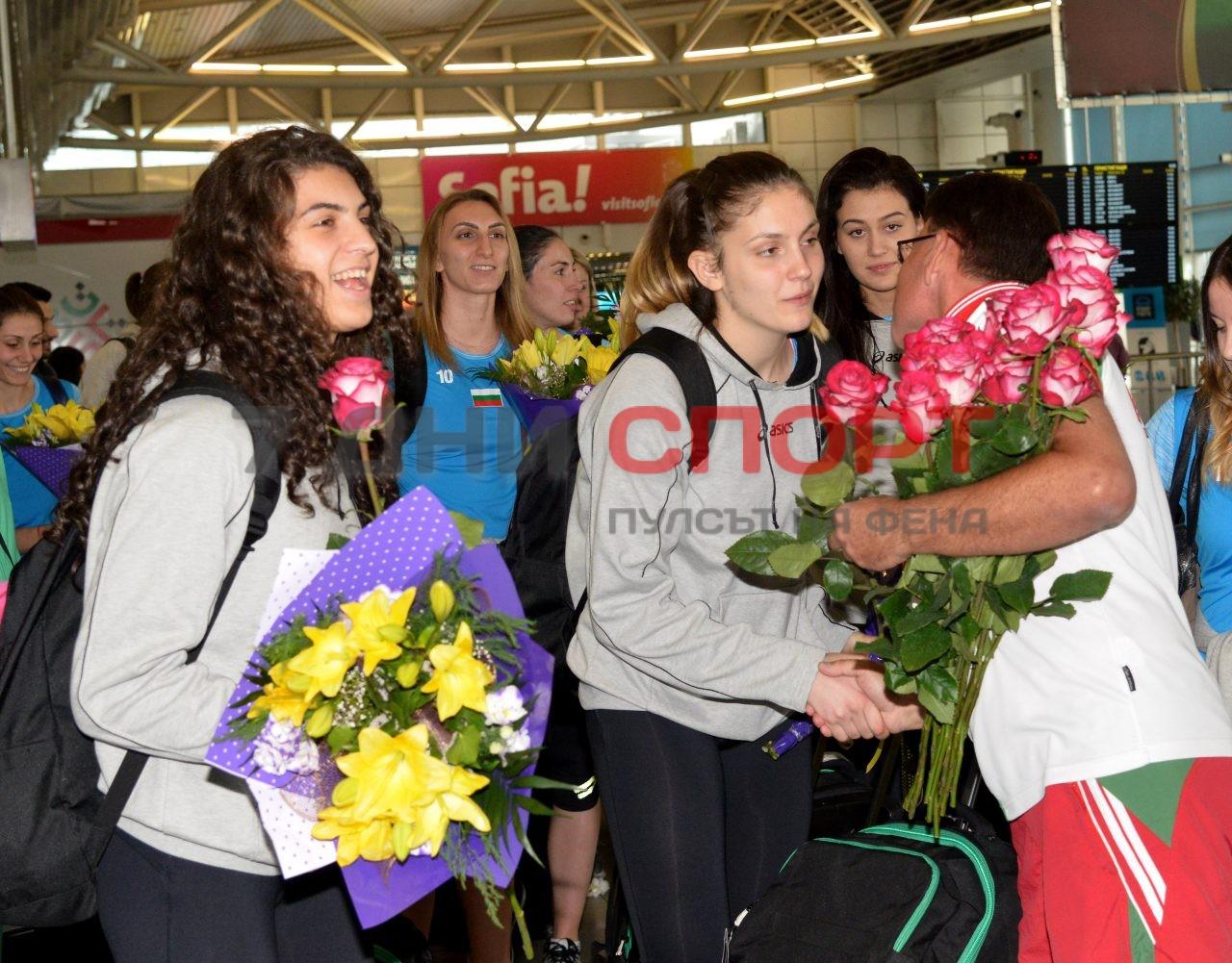 Прибиране на национален отбор волейбол жени летище (7)