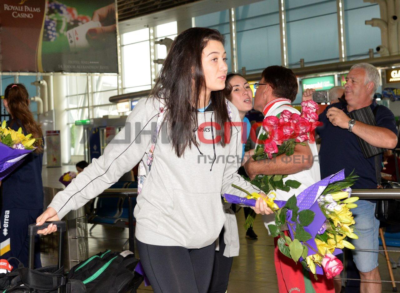 Прибиране на национален отбор волейбол жени летище (8)