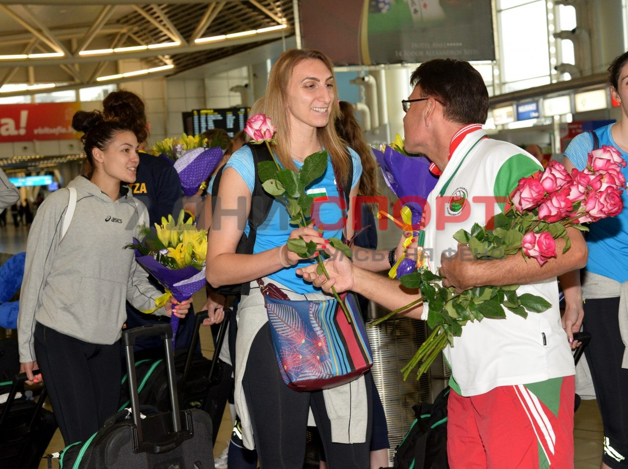 Прибиране на национален отбор волейбол жени летище (9)