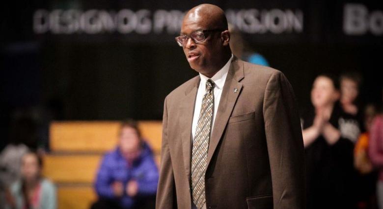 баскетбол - Кенет Уеб главен треньор на баскетболните лагери на Найк
