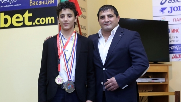 Борба-Армен-Назарян-и-синът-му-Едмонд.jpg